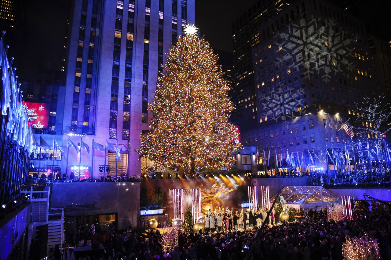 Der Weihnachtsbaum vor dem New Yorker Rockefeller Center ist traditionell ein Highlight.