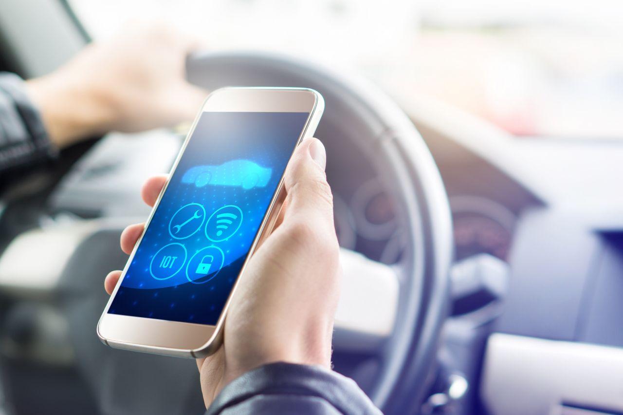 Spurhalter und Reifensensor: Diese Gadgets upgraden dein altes Auto