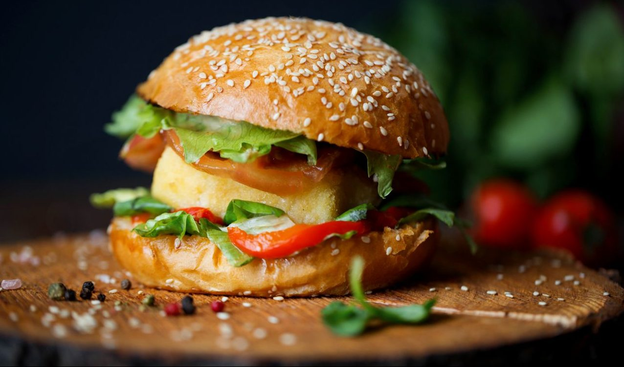 Lange Zutatenliste und viel Fett? Fleischersatz wie Veggie-Burger im Check