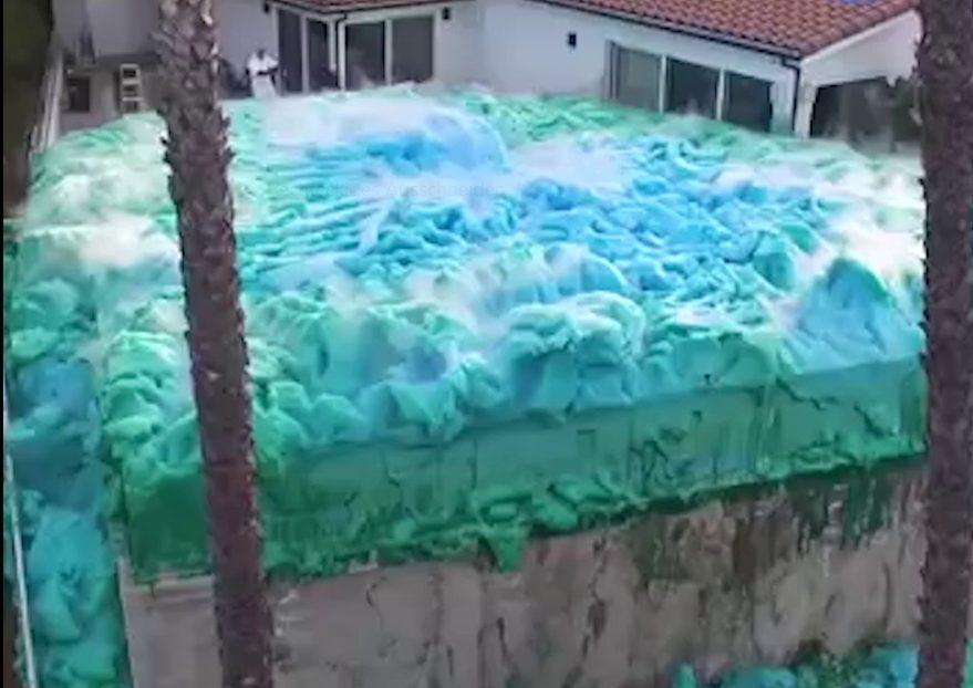 Diese Clips gingen viral: Hilfe, die blaue Alienmasse greift an!
