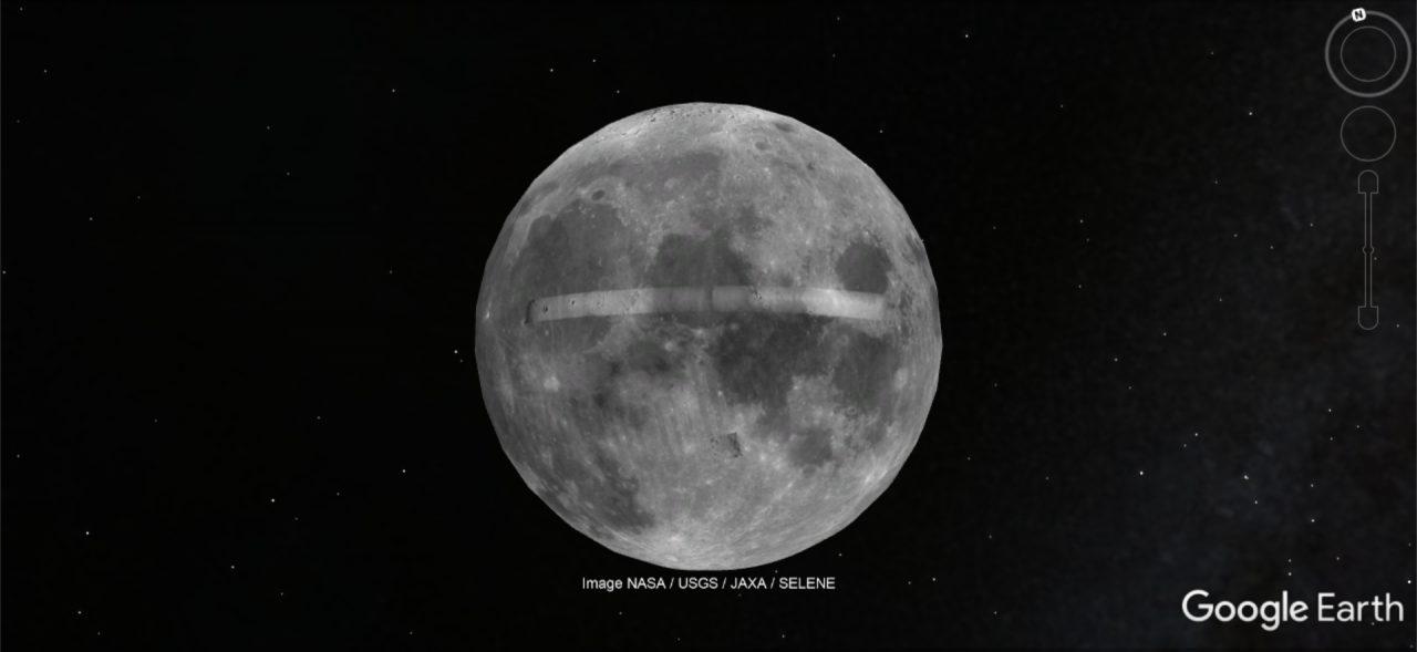 Der Mond schwebt im Weltall.