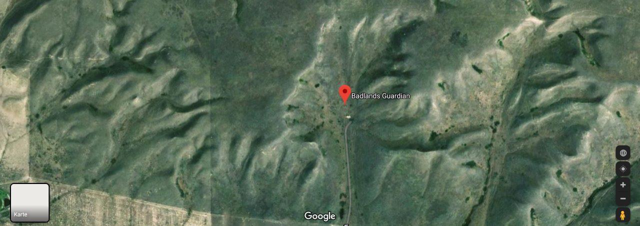 Ein Luftbild einer Hügelformation sieht aus wie ein Indianer.