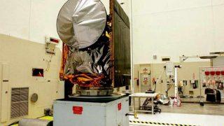 Der Mars Climate Orbiter steht beim Testlauf bei der Nasa.
