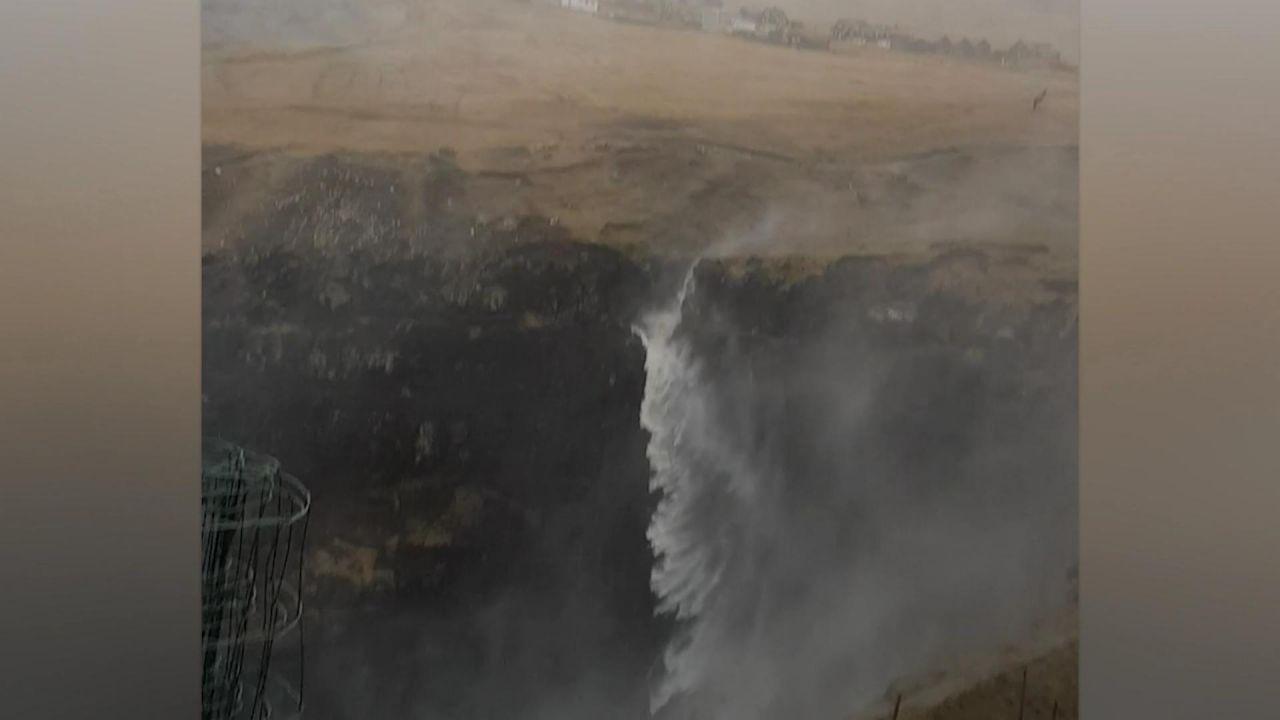 Clips der Woche: Ein Wasserfall fällt nach oben und Rohkost fliegt durch die Luft
