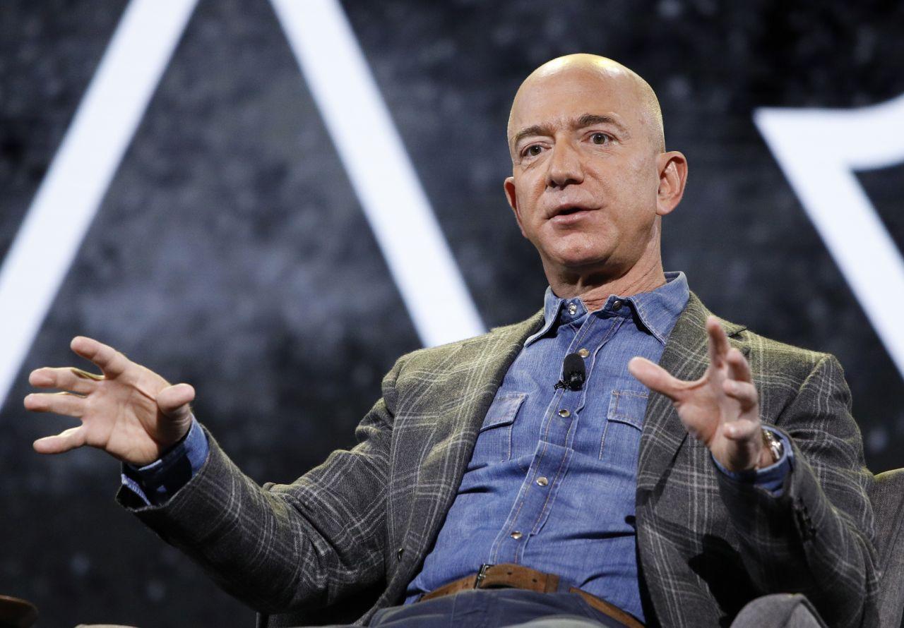 Jeff Bezos stellt ein neues Amazon-Projekt vor.