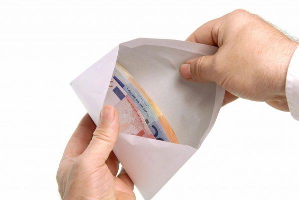 Geld im Umschlag