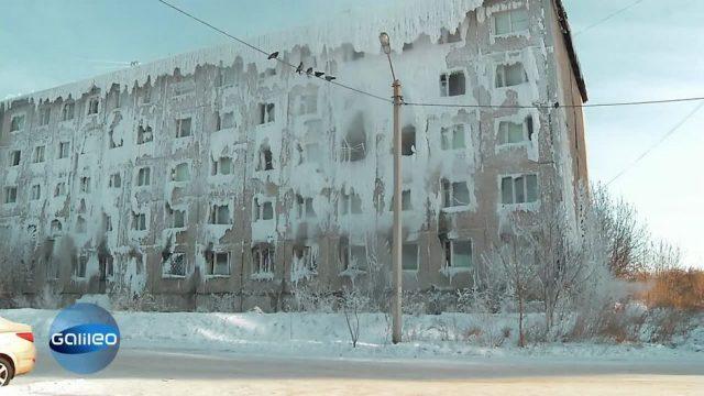Eispalast in Russland: Ist dieses zugefrorene Haus wirklich bewohnt?