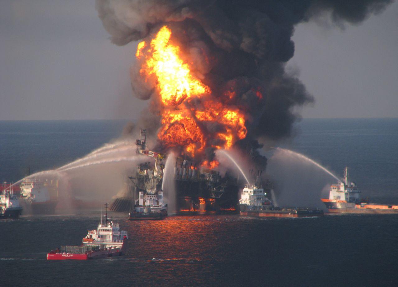 Brand und Löschversuche Deepwater Horizon