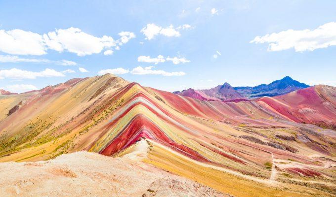 Kunterbunt - und ganz natürlich. Der Vinicunca im Süden Perus.