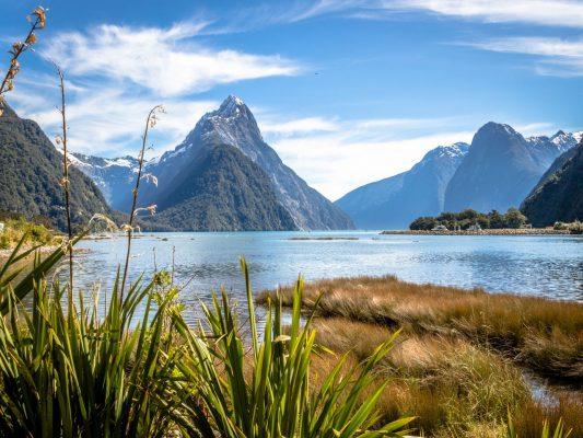 Der Milford Sound ist ein Fjord im Fiordland-Nationalpark in Neuseeland.