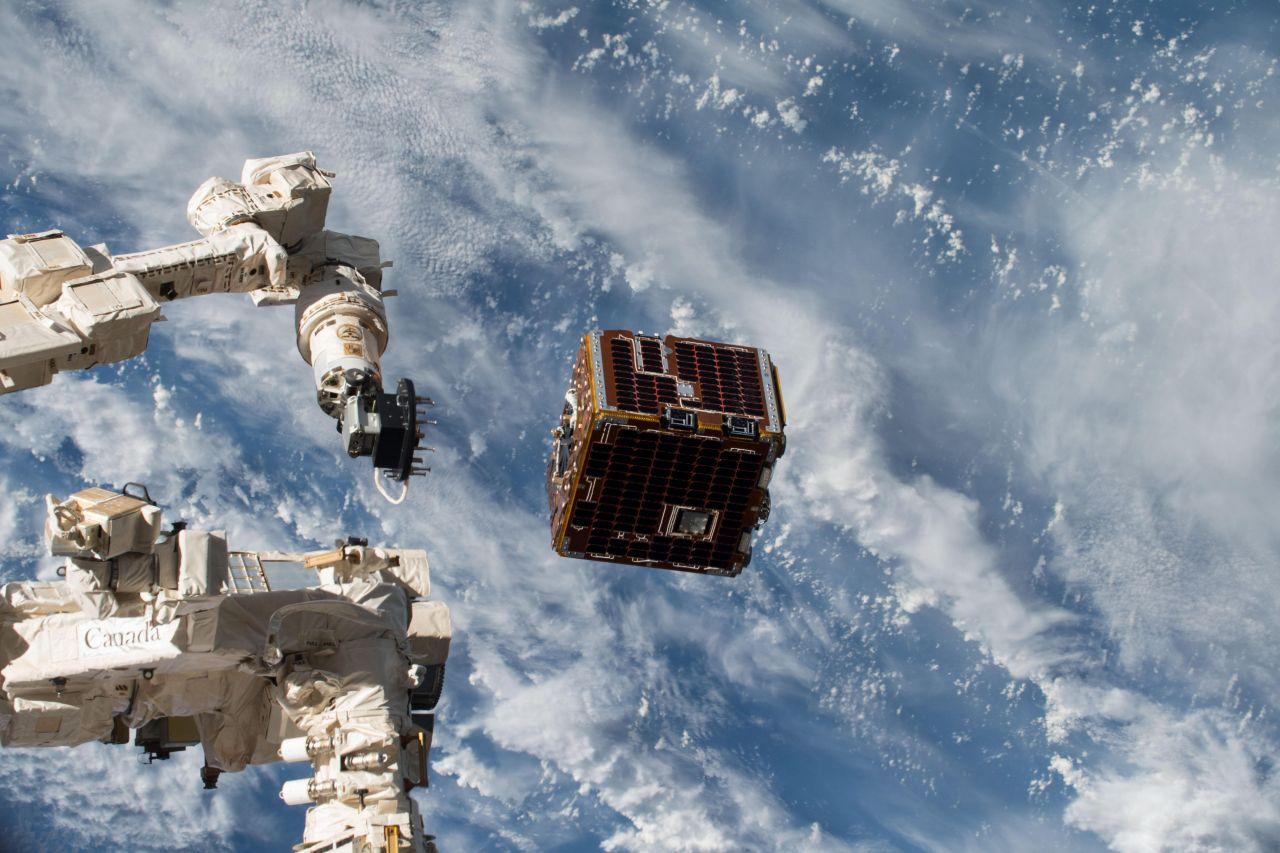 Satellit testet Entsorgungs-Methoden im Weltall