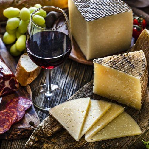 Rotwein, Käse, Wurst