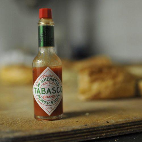 Tabasco lieben die Deutschen. Wir zeigen, wie die Soße hergestellt wird.