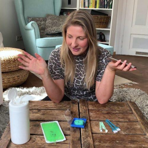 Wir haben 4 Gadgets getestet, die helfen sollen, das Smartphone sauber zu halten
