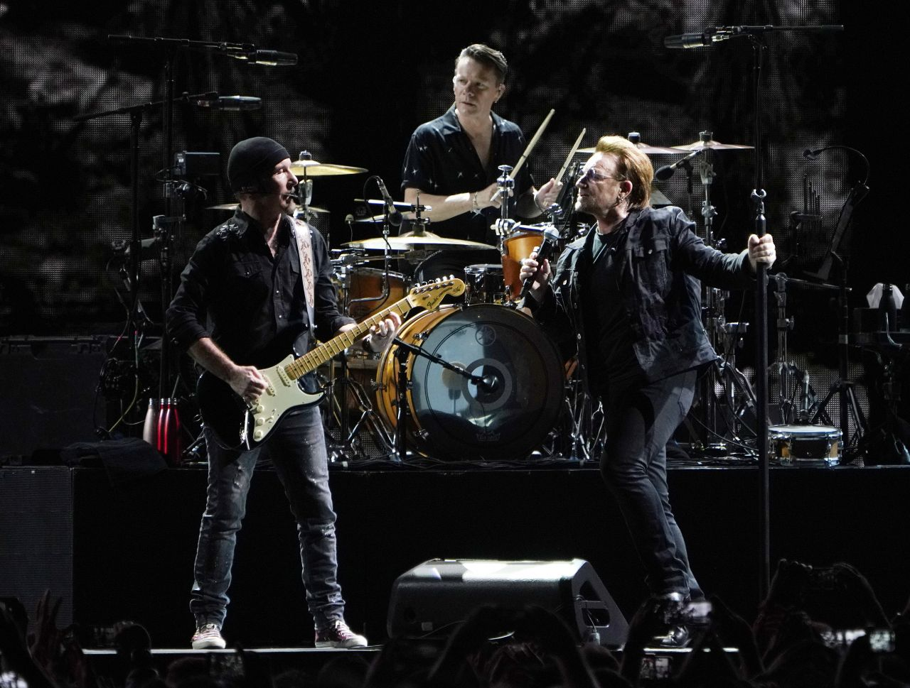U2 um Frontmann Bono in Aktion