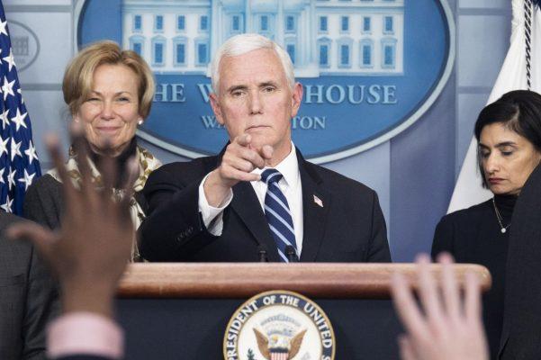 Mike Pence kündigte an, dass US-Amerikaner ohne Krankenversicherung unterstützt werden.