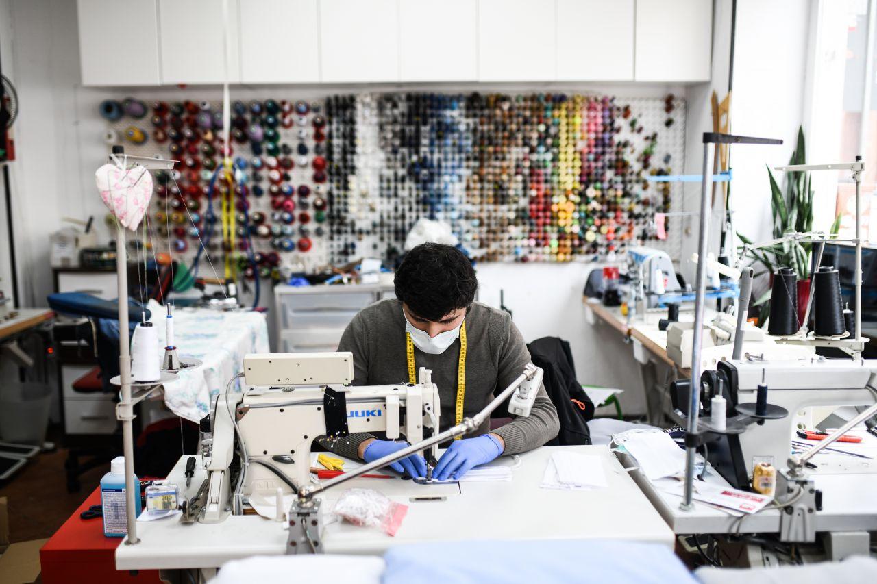 Wie hier in Hannover produzieren vermehrt deutsche Unternehmen Atemschutzmasken und Co.