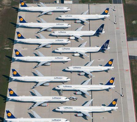 Maschinen der Fluggesellschaft Lufthansa stehen auf dem Areal des Hauptstadtflughafens Berlin-Brandenburg (BER)