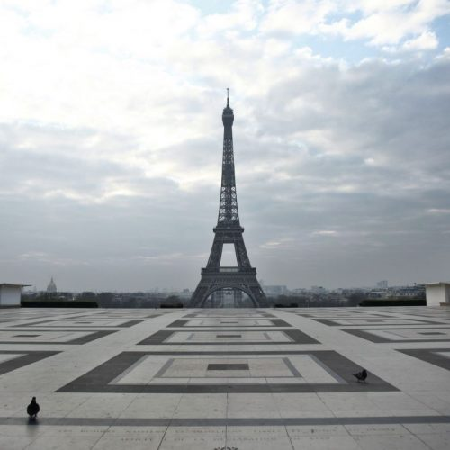 Selten so leer. Der Trocadero-Platz in Paris.