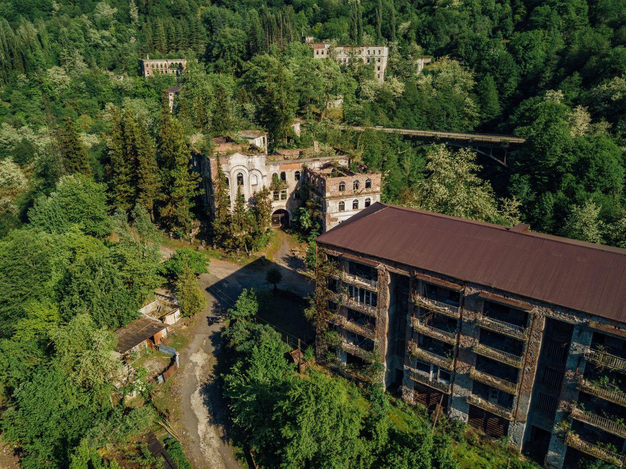 Unheimliche Geisterstadt in Georgien: Warum leben dort noch 35 Menschen?
