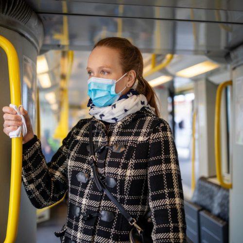 In vielen Bundesländern ist das Tragen einer Maske im ÖPNV Pflicht.
