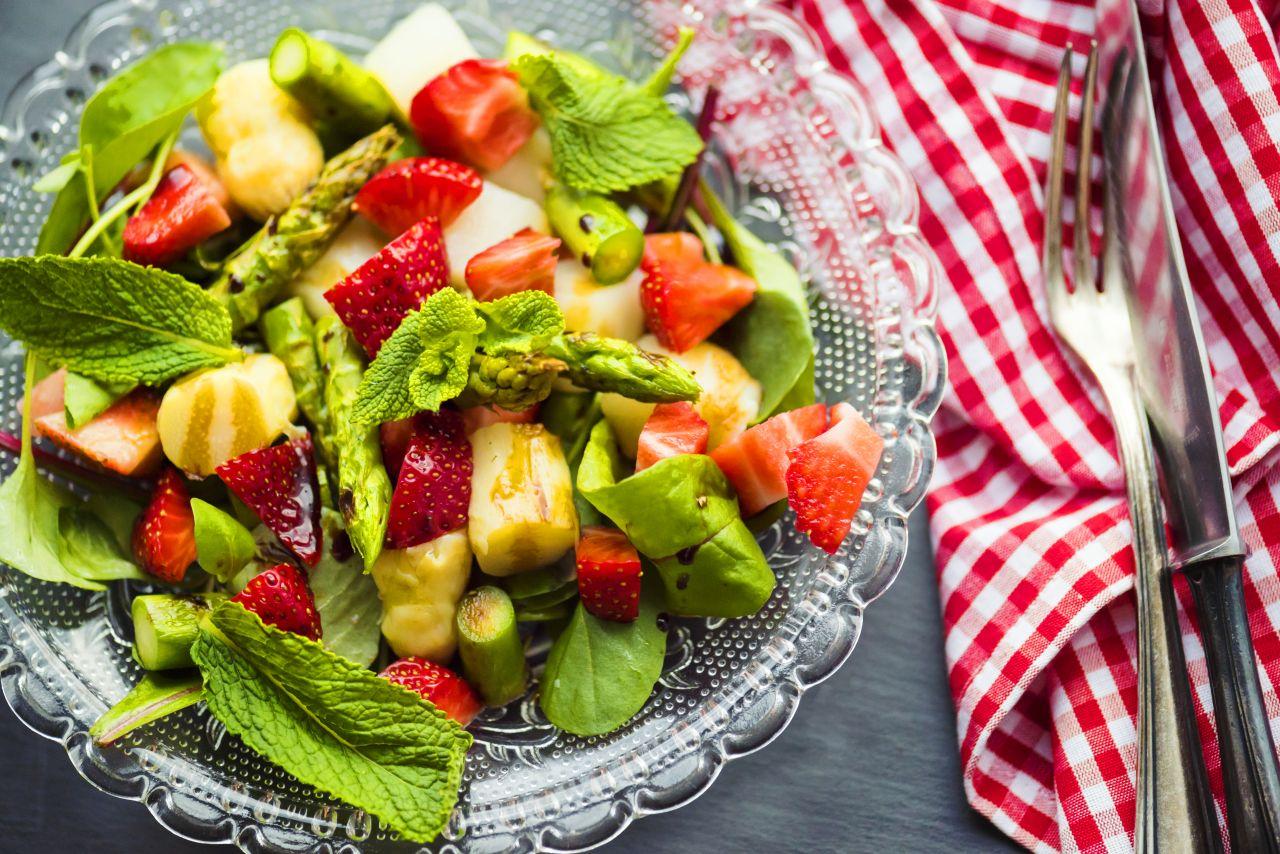 Erdbeeren im Salat