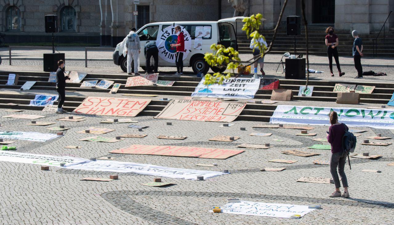 Fridays for Future Plakate Demonstration ohne Teilnehmende