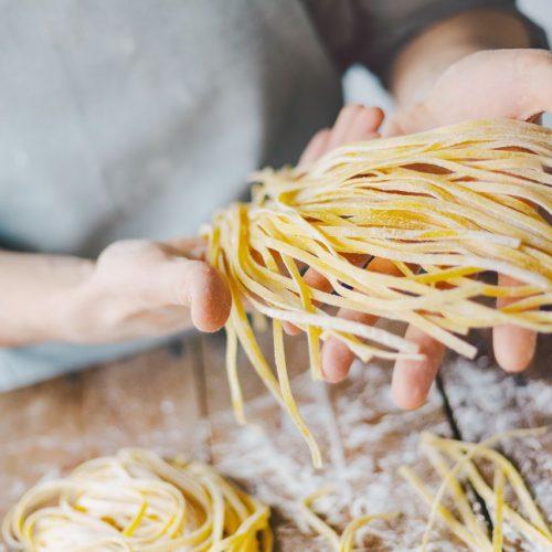Pasta schmecken selbstgemacht immer noch am besten. Wie das geht und was du über Nudeln bestimmt noch nicht wusstest.