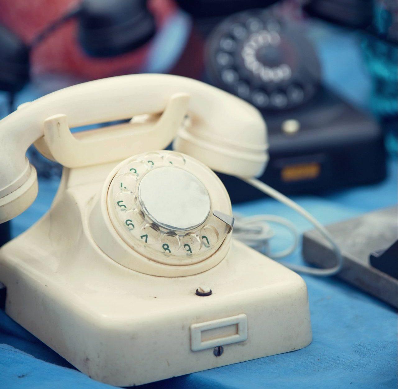 Retro Telefone in schwarz udn weiß