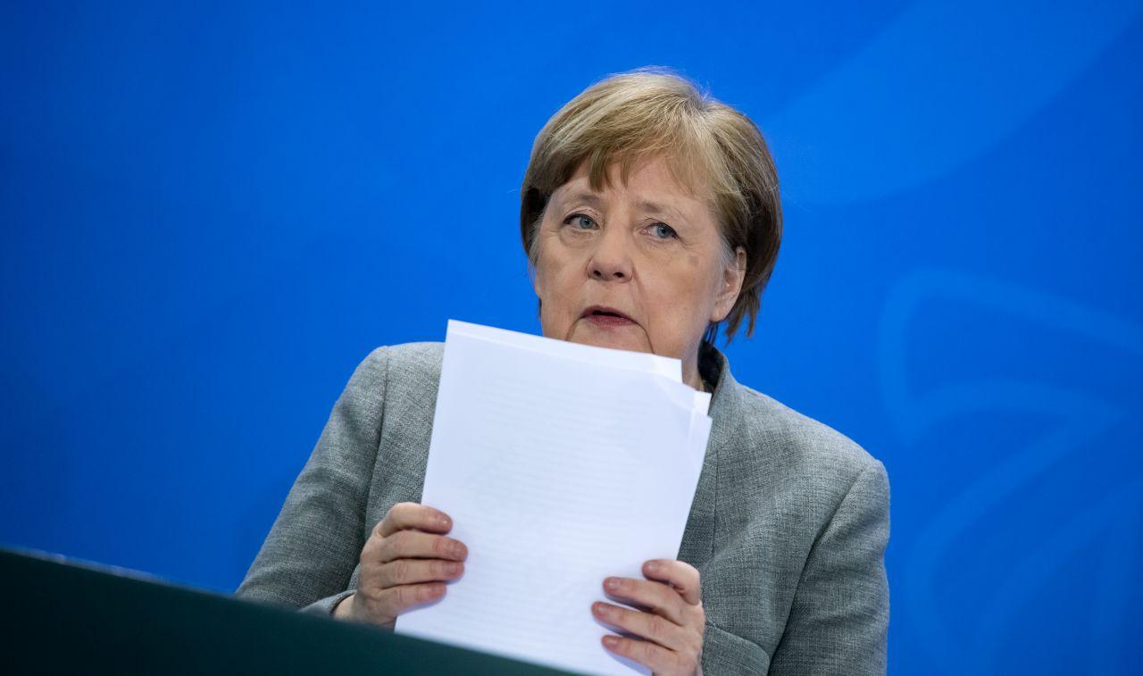 Bundeskanzlerin Angela Merkel (CDU) äußert sich bei der Pressekonferenz im Bundeskanzleramt zu den Ergebnissen einer Schaltkonferenz von Bundeskanzlerin und der Bundesregierung mit den Ministerpräsidenten der Länder zum weiteren Vorgehen in der Corona-Krise.