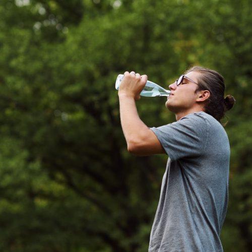 Wasser trinken ist gesund: Aber wie viel braucht dein Körper?
