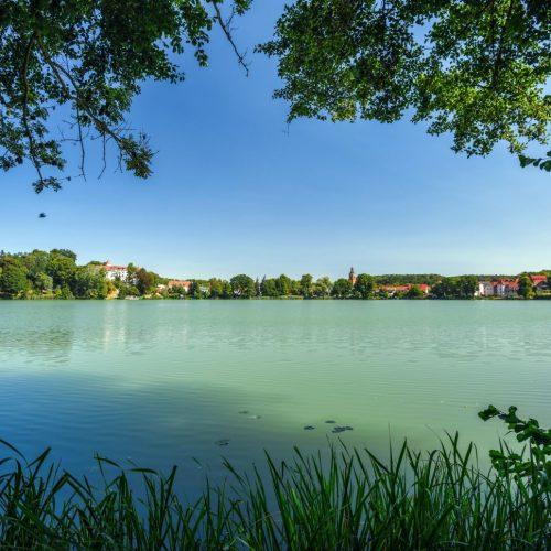 """Das sieht mal nach Urlaub aus! Die """"Märkische Schweiz"""" ist zwar Brandenburgs kleinster Naturpark, doch was sich da auf engem Raum sammelt, kann sich sehen lassen. Ein Mix aus kleinen Hügeln, steilen Schluchten, Seen und Wäldern."""