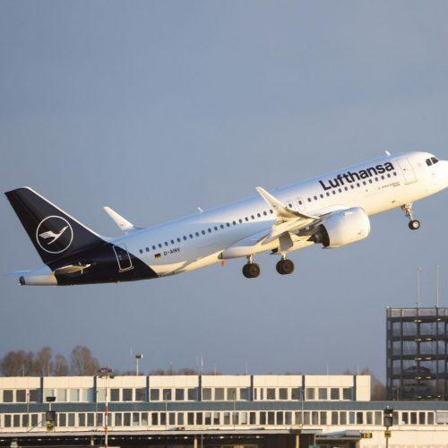 Abflug Lufthansa: Im Sommer 2020 schied Lufthansa als DAX Unternehmen aus und stieg in den MDAX ab.