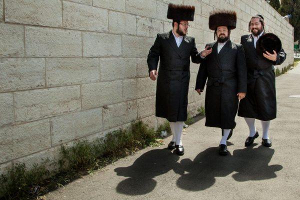 3 ultraorthodoxe Juden am Sabbat in Jerusalem