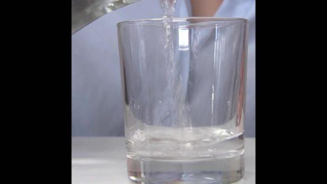 Wasser trinken: Was du wissen solltest - 10s