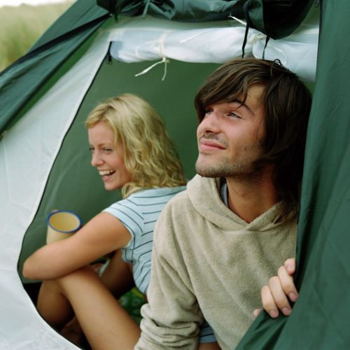 Pärchen beim Camping