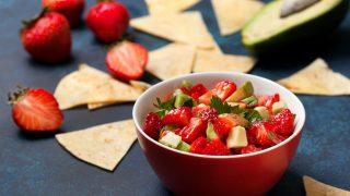 Erdbeer Salsa zu Tortilla-Chips