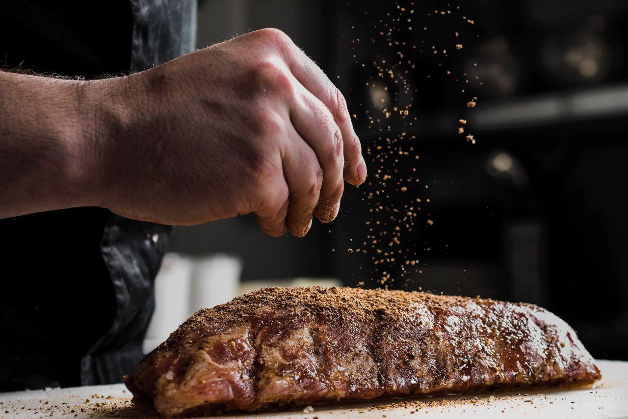 Das Chilipulver eignet sich am besten für Fleisch oder Marinaden.