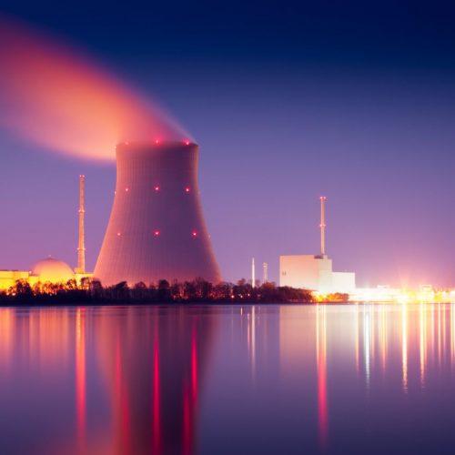 Klimaneutrale Zukunftstechnologie oder das Ende der Menschheit? Drunter macht es die Debatte um Atomkraft nicht.