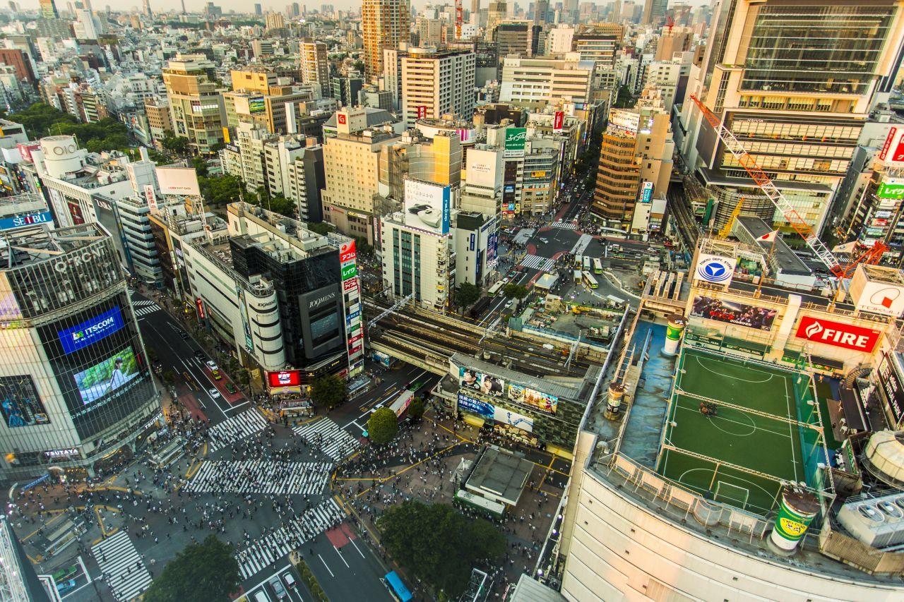 Im japanischen Shibuya gibt es auf einem Dach ein Fußballfeld.