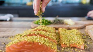 Das Gewürz Kurkuma passt super zu Fisch und Geflügel Speisen.