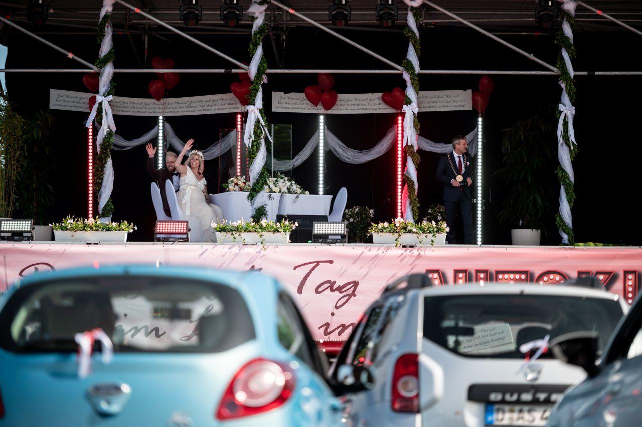 Hochzeit mal anders: im Autokino!