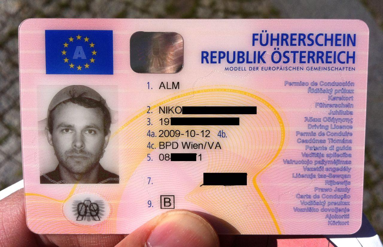 Nudelsieb als religiöse Kopfbedeckung auf dem Führerschein - dafür kämpfte der Österreicher Niko Alm.