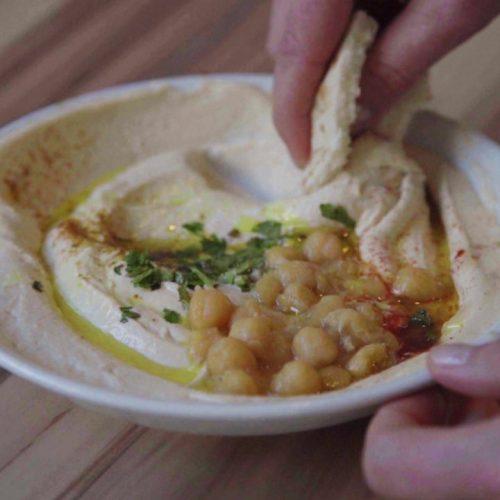 Hummus ist nicht nur lecker, sondern auch noch richtig gesund.