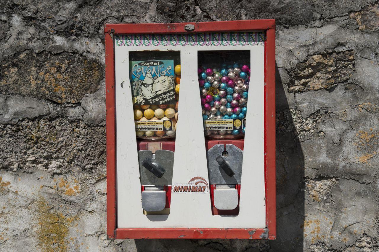 Süßigkeiten in einem alten Automaten