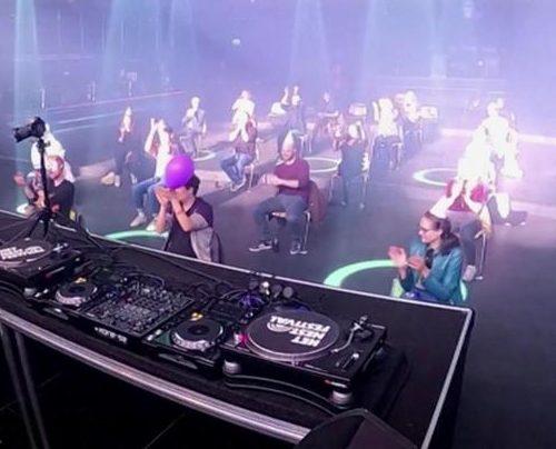 In dieser Disco in den Niederlanden kann man wieder tanzen - im Sitzen und mit ausreichend Abstand.