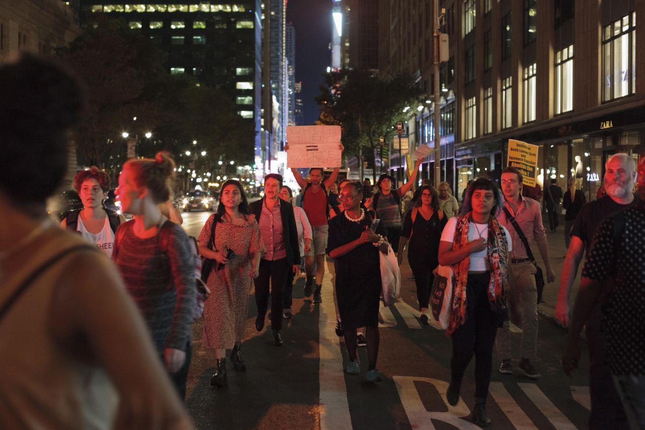 Demonstranten auf den Straßen von Manhattan