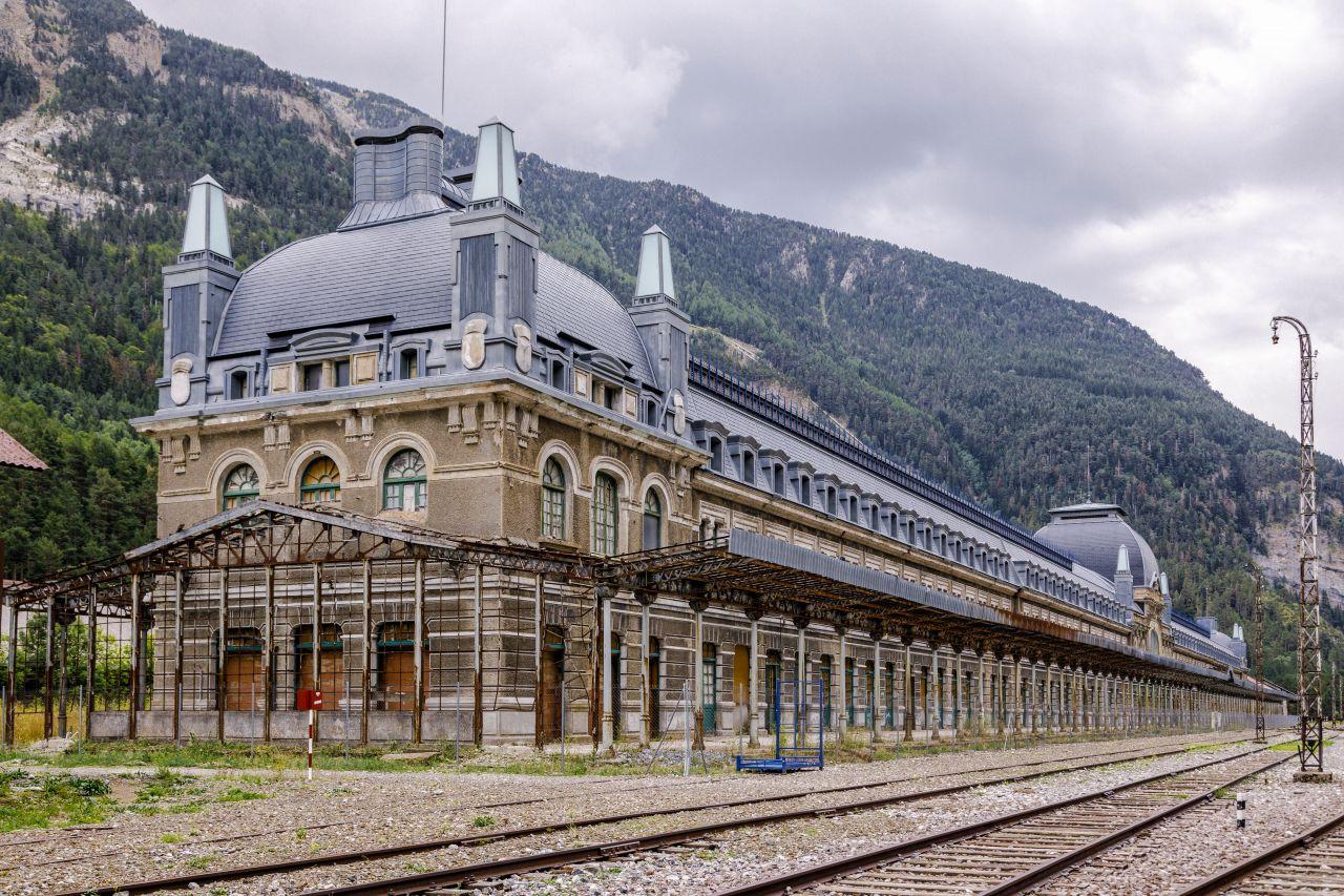 Der verlassene Bahnhof von Canfranc: Er hat ein tonnenschweres Geheimnis