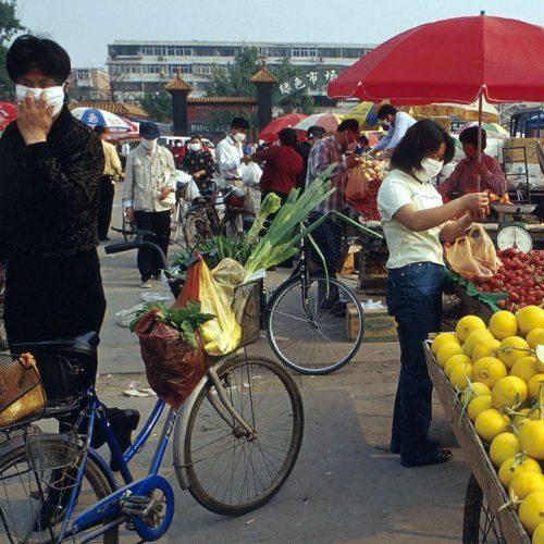 Chinesen mit Mundschutz
