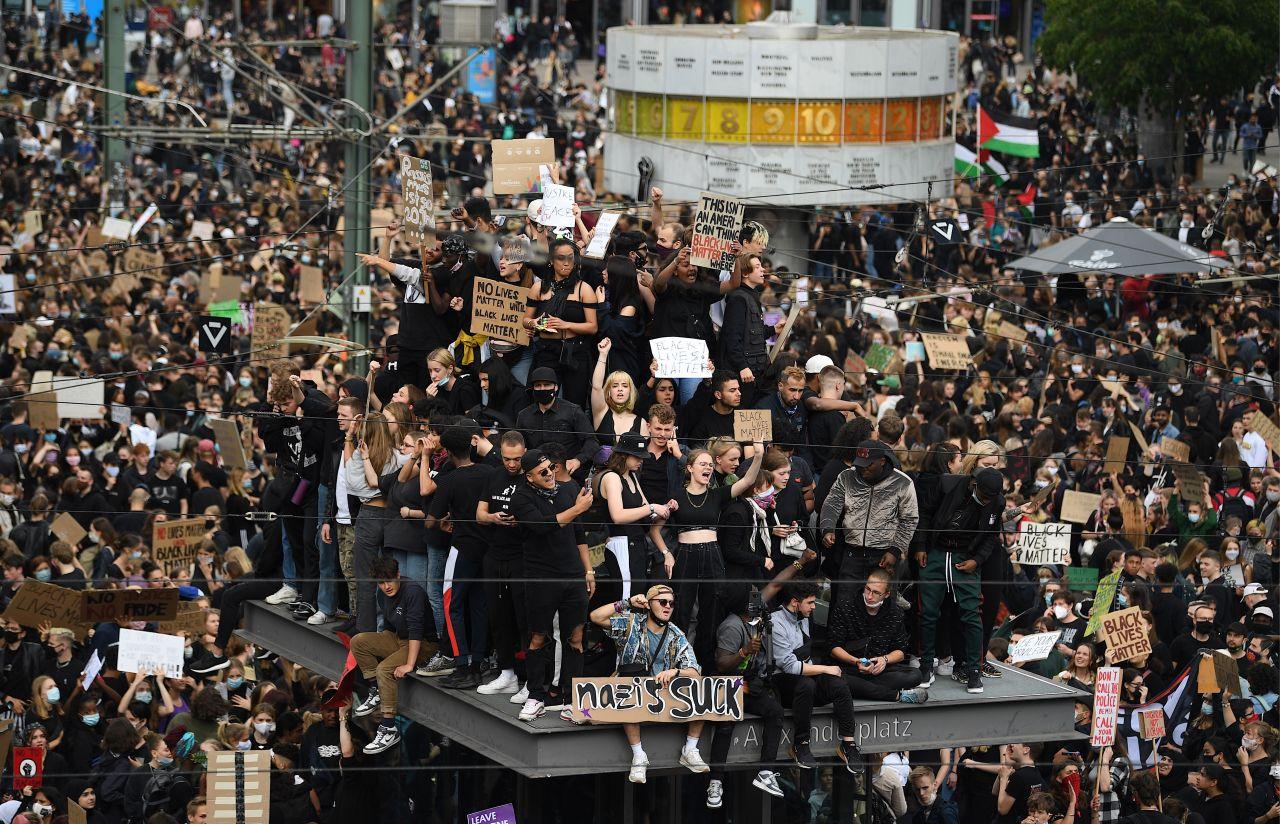 Demonstration auf dem berliner Alexanderplatz
